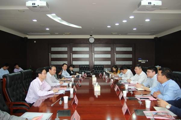 了中国商飞上海飞机设计研究院党委书记彭小忠一行